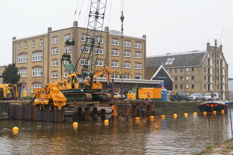 Sterk - Damwand plaatsen Stationsbrug Franeker